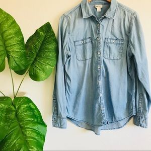 ⭐️5 for 25 Chambray button down shirt